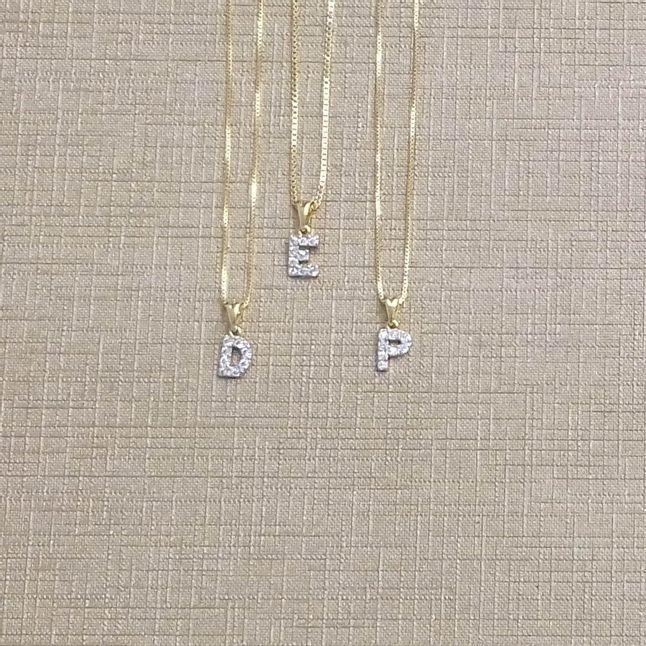 colar-de-letras-pequeno-cravejado-com-zirconias-cristal-banhado-em-ouro-18k