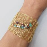 pulseira-aramada-com-pedras-e-bolinhas-banhado-em-ouro-18k