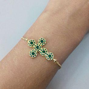 pulseira-cruz-com-zirconias-verdes-banhado-em-ouro-18k