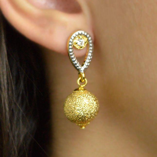 brinco-com-bola-craquelada-e-zirconia-cristal-banhado-em-ouro-18k
