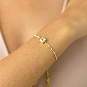 pulseira-regulavel-com-zirconia-quadrada-no-centro-e-cristais-ao-redor-banhado-em-ouro-18k-2