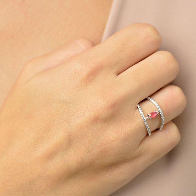 anel-duplo-meia-alianca-com-zirconias-cristal-e-pedra-rosa-banhado-em-rodio