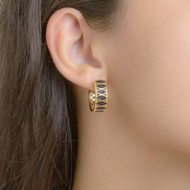brinco-de-argola-vazada-com-detalhes-cravejada-com-micro-zirconias-black-banhado-em-ouro-18K