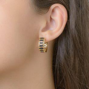 brinco-de-argola-vazada-com-detalhes-cravejada-com-micro-zirconias-black-banhado-em-ouro-18K-2