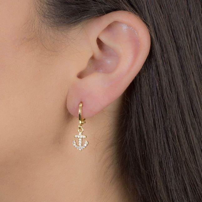 argolinha-com-pingente-ancora-cravejada-com-zirconias-cristais-banhado-em-ouro-18k