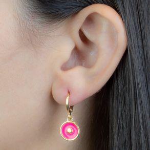 argolinha-com-medalha-em-resina-rosa-banhado-em-ouro-18k