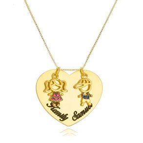 colar-personalizado-com-dois-filhos-e-dois-nomes-em-resina-banhado-em-ouro-18k-2