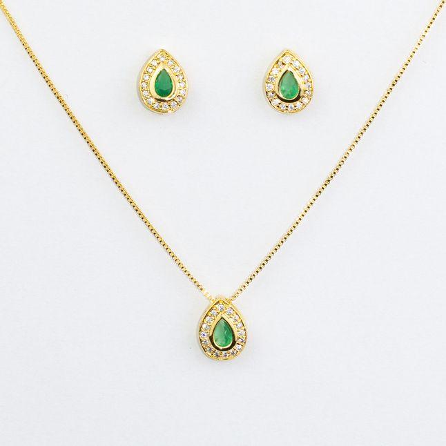 conjunto-de-gota-com-cristal-verde--esmeralda-cravejado-com-micro-zirconias-cristais-em-volta-banhado-a-ouro-18k