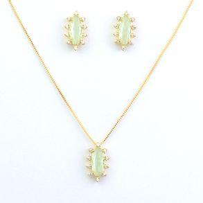 conjunto-oval-com-cristal-verde-cravejado-com-zirconias-em-volta-banhado-a-ouro-18k